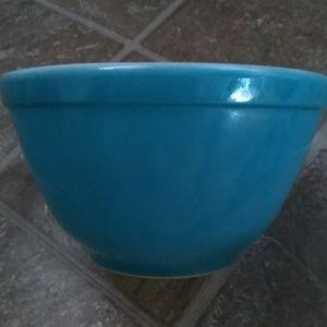Pyrex blue primary bowl